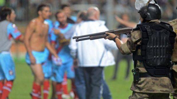 """Conmebol calificó de """"imperdonable"""" acción policial en Brasil contra Arsenal"""