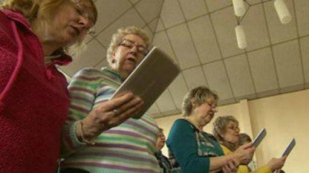 Una iglesia en Reino Unido reemplazó biblias por tablets