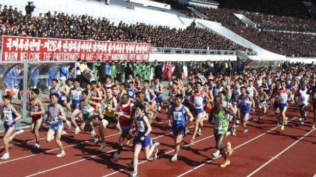 Corea del Norte acoge turistas y atletas en medio de retórica bélica