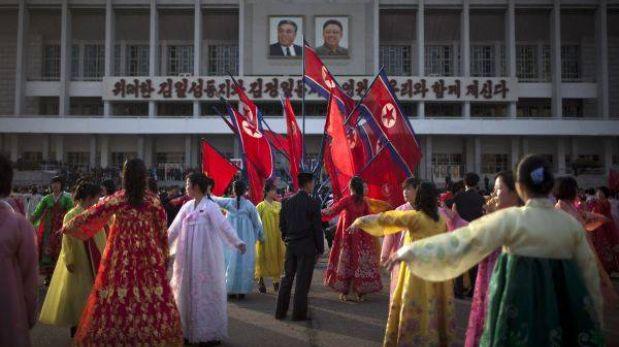"""Corea del Norte rinde homenaje a su fundador en el """"Día del Sol"""""""