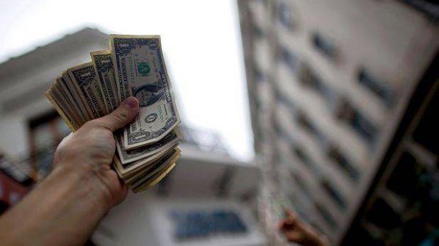 Dólar baja levemente a S/.2,784 y la bolsa limeña retrocede un 0,81%