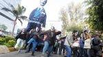 Jóvenes protestaron contra la presencia del magnate Carlos Slim en Lima - Noticias de hernando de soto
