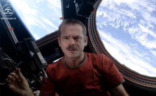 VIDEO: cover de David Bowie se convierte en el primer video musical hecho en el espacio