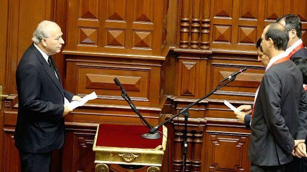 Dammert juró como parlamentario recordando al fallecido Javier Diez Canseco