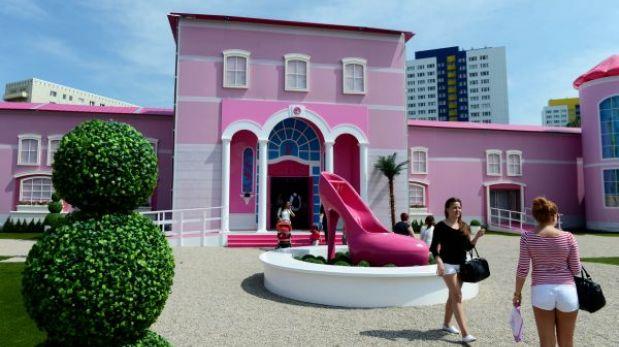 FOTOS: en Berlín no quieren a Barbie, la acusan de machista e irreal