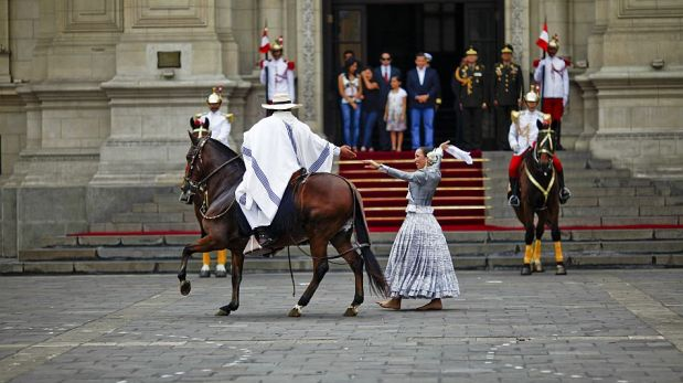 FOTOS: Ollanta Humala se dio un baño de popularidad en el cambio de guardia en Palacio de Gobierno
