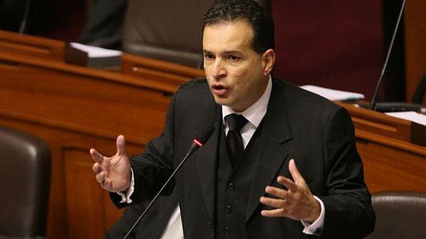 Gana Perú cerró filas contra 'chuponeo' telefónico a ministro Cateriano