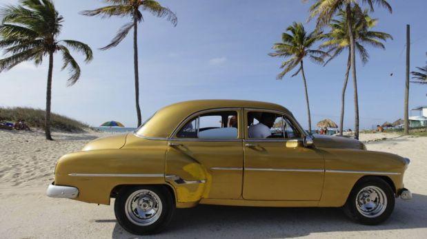 FOTOS: los 'almendrones' de Cuba siguen siendo un llamativo atractivo turístico