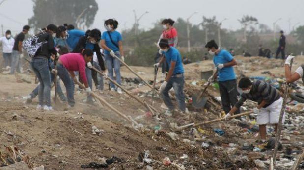 Trujillo: retiran basura y desmonte de Complejo Arqueológico de Chan Chan