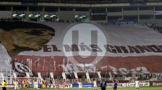 Hinchas de Universitario dedicaron bandera gigantesca a Lolo Fernández