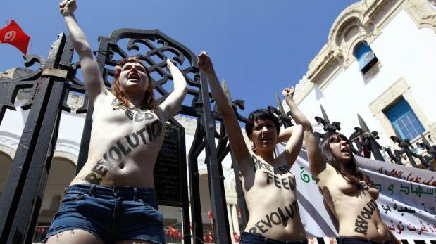 Túnez: activistas podrían pasar un año en prisión por protestar en topless