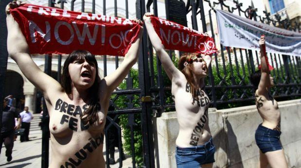 FOTOS: feministas realizaron la primera protesta en topless en el mundo árabe