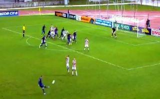 VIDEO: le quedó atrás y metió el taco para anotar el mejor gol del año