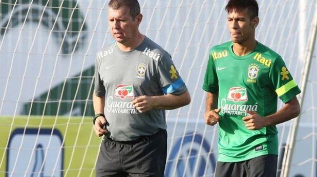 """Dani Alves: """"Será difícil elegir al mejor del mundo entre Neymar y Messi"""""""