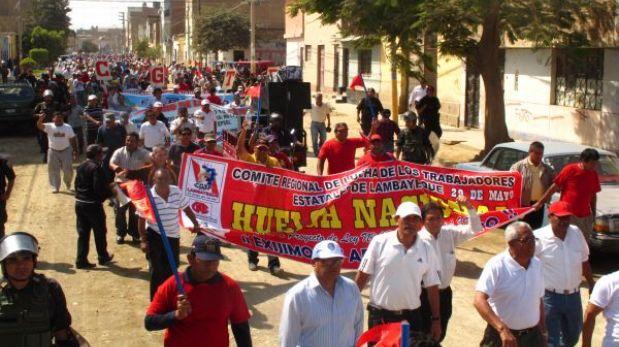 Trabajadores estatales se enfrentaron a policías en el interior del país