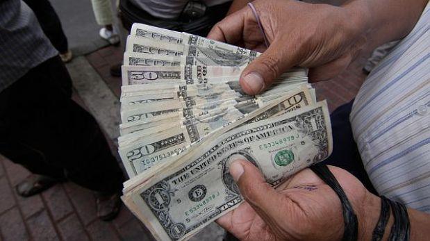 Dólar se mantiene congelado en S/.2,801 tras intervención del BCR