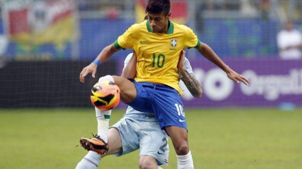 """Neymar fue abucheado y Scolari lo defendió: """"Ha cumplido lo que pido"""""""