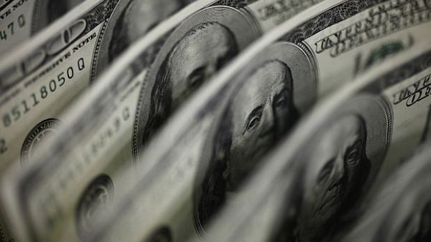 Dólar retrocede a S/.2,794 y la bolsa limeña empieza la sesión a la baja