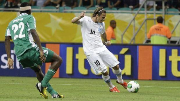Uruguay venció 2-1 a Nigeria y quedó a un paso de las semifinales