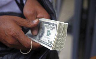 Dólar sube hasta S/.2,84 y la bolsa limeña abre con ligera alza