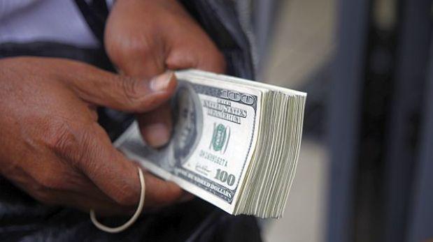 Dólar sube a S/.2,810 y la bolsa limeña retrocede al inicio de la jornada