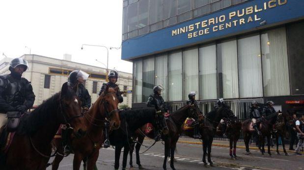 FOTOS: trabajadores estatales provocan caos en la Av. Abancay por Ley del Servicio Civil
