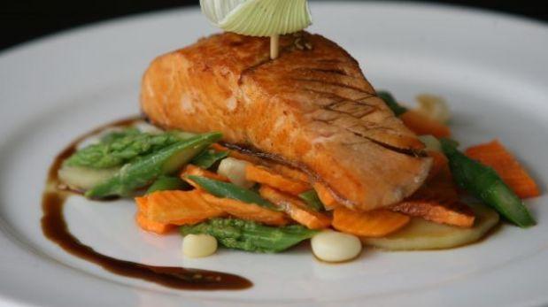 Comer pescado, el secreto para alejarse del cáncer de mama