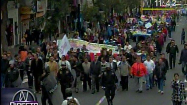 Atención conductores: trabajadores estatales marchan por la Av. Arequipa