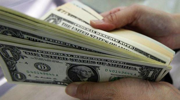 Dólar sube a S/.2,825 y la bolsa limeña abre la sesión a la baja