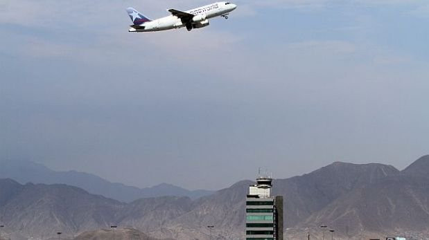 Cada año 1,2 millones de peruanos viajan por primera vez en avión