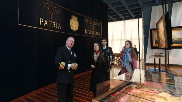 FOTOS: descendientes de Miguel Grau y Arturo Prat se encontraron a bordo del Huáscar