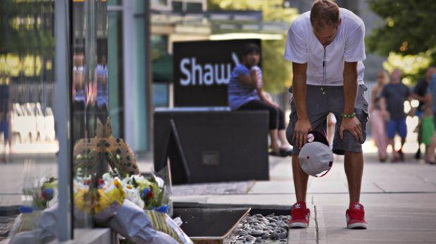 Fans de Cory Monteith le rinden homenaje en hotel donde fue hallado muerto