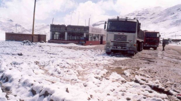 FOTOS: la intensa caída de nieve que impidió por varias horas el tránsito vehicular en la Carretera Central