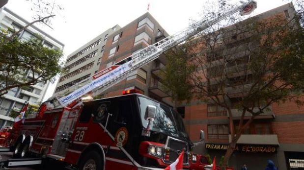 Los bomberos de Miraflores tienen la escalera telescópica más alta del país