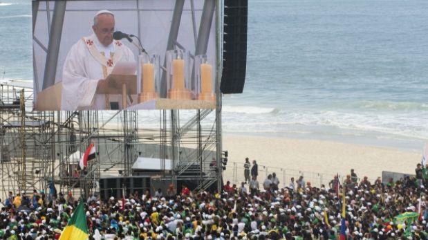 Misa del Papa en Río tuvo asistencia histórica, pero algunos dudan de eso