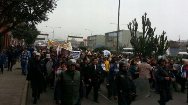 La Parada: Unos dos mil comerciantes marchan hacia el Congreso