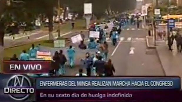 Más de mil enfermeras del Minsa marchan hacia el Congreso de la República
