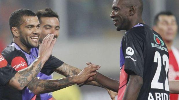 Dani Alves confesó que le molestó que Barcelona no renovara a Eric Abidal