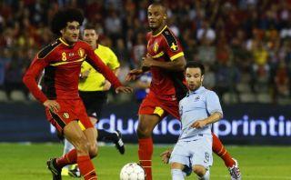 Conoce a Mathieu Valbuena, un jugador que parece un enano en esta foto