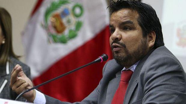 Fujimoristas y apristas buscan nuevo dictamen contra procurador Arbizu