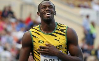 Usain Bolt avanzó sonriendo a la final de los 200 metros del mundial