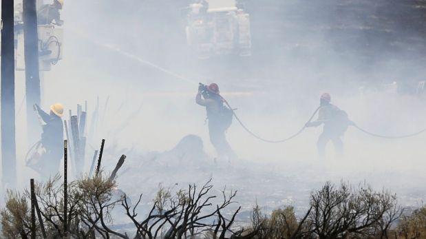 FOTOS: incendios forestales obligan a evacuar más de más de 2.200 viviendas en EE.UU.