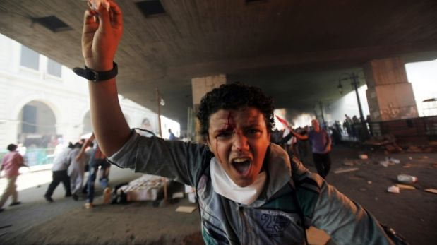 Egipto sigue desangrándose: 25 policías murieron en emboscada extremista