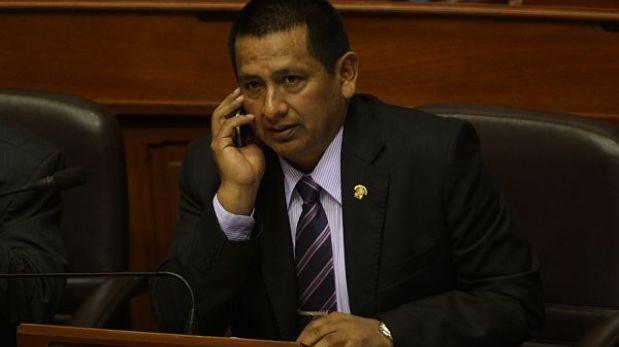 Congresista Walter Acha renunció a Comisión de Defensa, confirmó Gana Perú