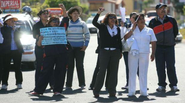 Trabajadores del sector salud acatan paro en Arequipa y La Libertad