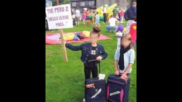 Niñas irlandesas se disfrazan de 'burriers' británicas detenidas en Lima