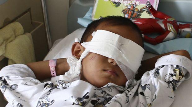 La desgarradora pregunta del niño al que extirparon los ojos en China