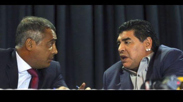 Diego Maradona mostró una foto de Pelé desnudo y bromeó
