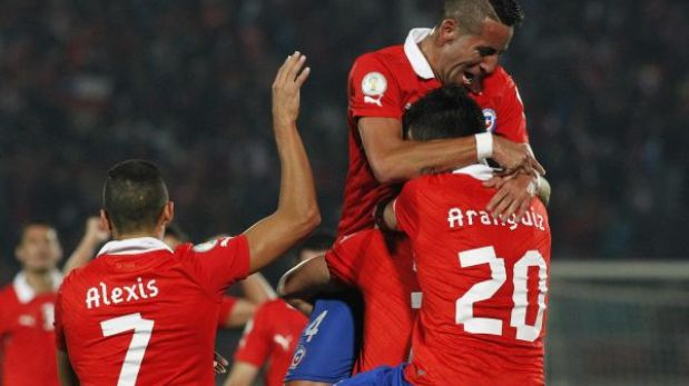 Chile goleó 3-0 a Venezuela y trepó al tercer lugar de las Eliminatorias