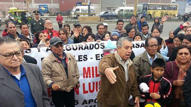Santa Anita: asegurados de Essalud bloquearon la Carretera Central